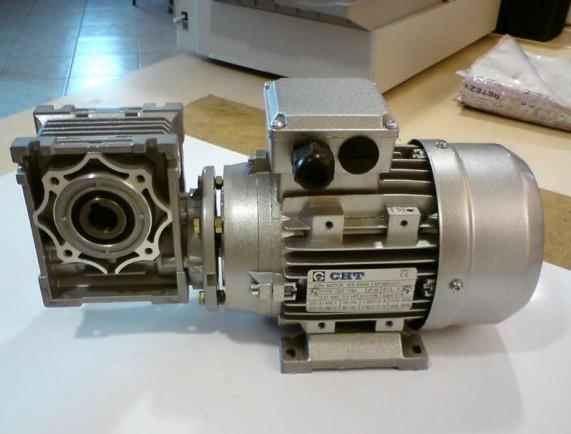 Motor a převodovka CHT